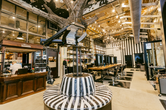Urban outfitters store interior for Interno 5 urban store